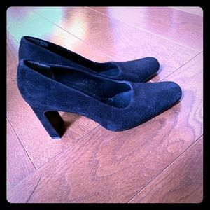 DKNY Black suede pumps size 7